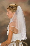 Schlicht Geschichtet Lange Satin Kurze Weiß Hochzeitsschleier