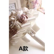 Eine neue einfache atmosphärische Diamant Perle Braut Strauß High-End-hand