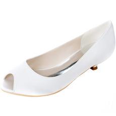 Hochzeitsfischmund beschuht die Schuhe der schwangeren Frauen der niedrigen Ferse, die Schuhe wedding sind