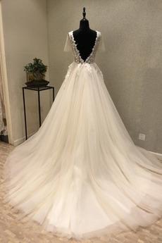 Kathedrale Zug Invertiertes Dreieck A Linie Illusionshülsen Hochzeitskleid