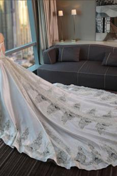 Frühling Spitzenbesatz Mit geschlossenen Ärmeln A Linie Brautkleid