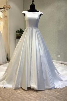 Mit geschlossenen Ärmeln Hof zug Satiniert Schnüren Brautkleid