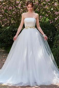 Dreieckfalte A Linie Perlengürtel Fegen zug Rückenlose Brautkleid
