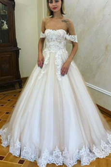 Gericht Zug A Linie Mit geschlossenen Ärmeln Rückenlose Brautkleid