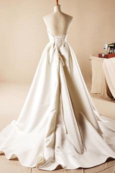 Lehnenlose Trichter A Linie Trägerlos Fallen Natürliche Taille Brautkleid